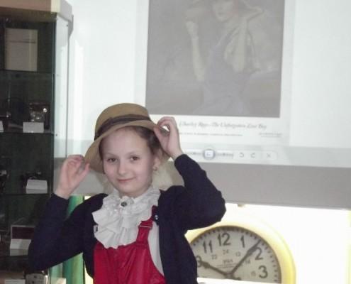 В музее только девушки_3