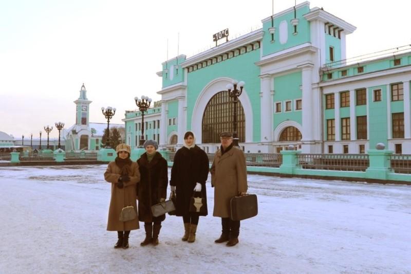 Ведущие синематографа – Игорь Минов, Елизавета Тютюнникова, Оксана Кузнецова. (Справа налево)