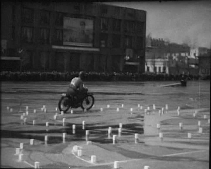 4 Мотоциклисты на пл Ленина
