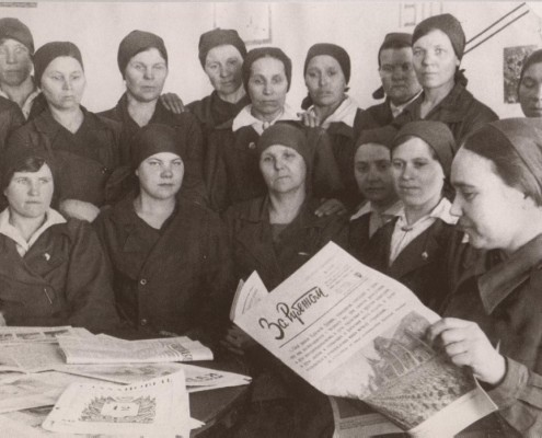 Чтение газеты. 1937