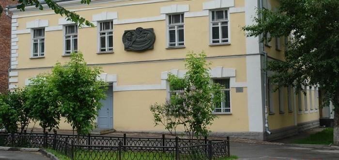 dom-na-sovetskoy-24-v-kotorom-rabotal-1