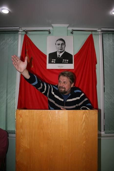 k-a-golodyaev-za-tribunoy-na-otkryitii-vyistavki
