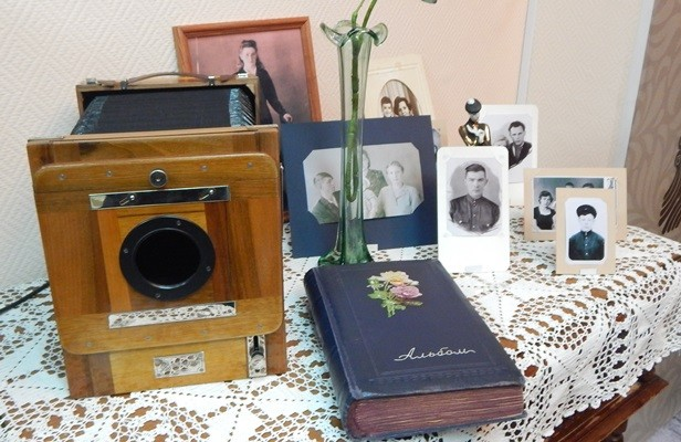 korpus-fotokameryi-fkd-13h18-i-fotoalbom-1954-goda