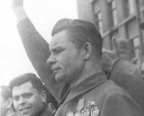 М. В. Кулагин на митинге в Новосибирске 9 мая 1945 года.