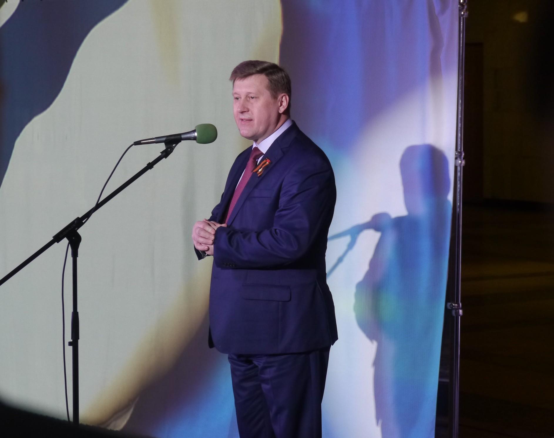 Мэр Новосибирска Анатолий Локоть открывает выставку
