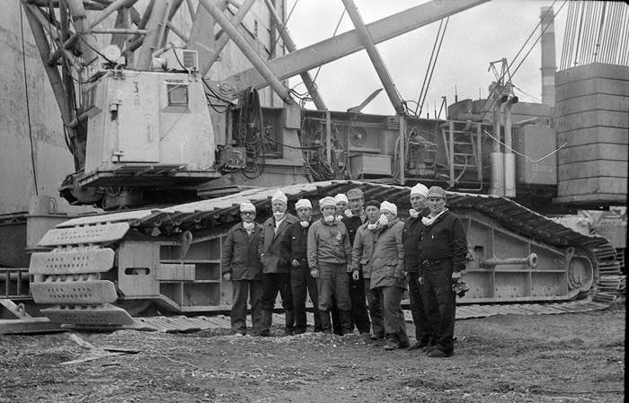 novosibirtsyi-u-znamenitogo-krana-demarg-pripyat-1968-god