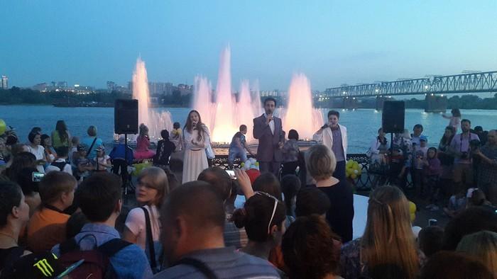 Первое историческое шоу Песни с фонтанами прошло 10 июня