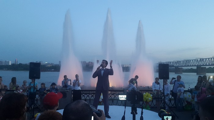Первое историческое шоу Песни с фонтантами прошло 10 июня