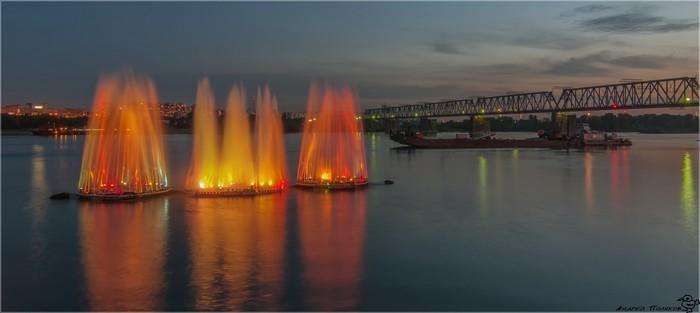 Плавучий фонтан на Оби