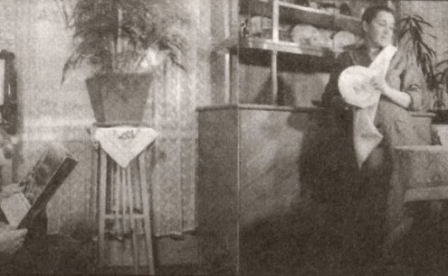 В квартире рабочего Завода радиодеталей. 1950-е гг