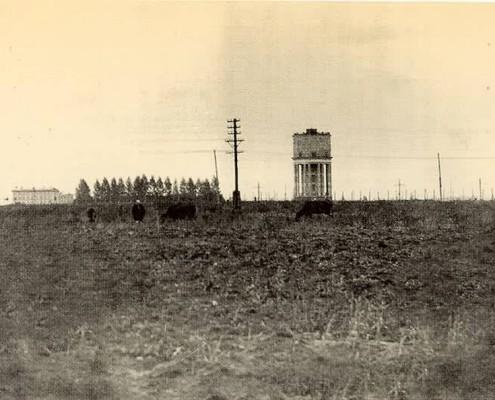 Ватутина 29/1, Башня, одно из первых строений левого берега, построена в 1939 году.
