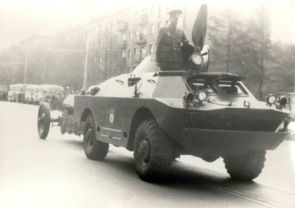 vyistavka_na-monument-vezut-prah-neizvestnogo-soldata-1967g