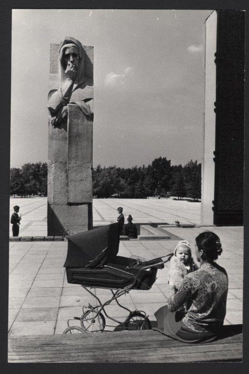 vyistavka_na-monumente-slavyi-konets-1970-h-foto-anatoliya-polyakova