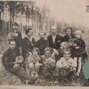 Я и мама с сотрудниками Госбанка на поляне рядом с Бердском