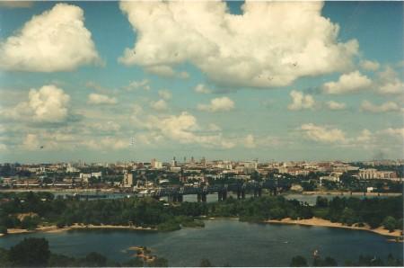 Фотография «Новосибирск. Вид на железнодорожный мост и центральную часть города» Фото Е. Иванова. 1990-е годы.