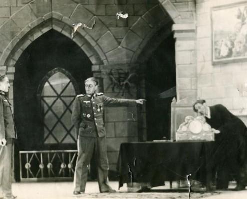 Фотография «Сцена из спектакля «Кому подчиняется время».