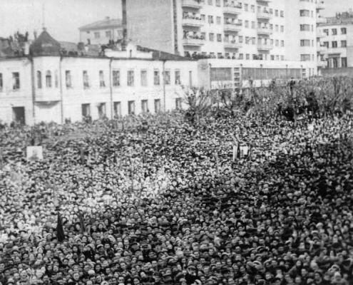 Фотография «Митинг трудящихся г. Новосибирска в День Победы 9 мая 1945 г.». Новосибирск. 1945 год.