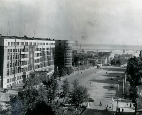 Фотография «Вид с балкона Дома с часами на площадь Свердлова». Конец 1950-х гг.