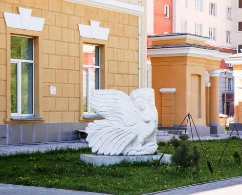 Фотография «Скульптура у Дома молодежи Первомайского района».