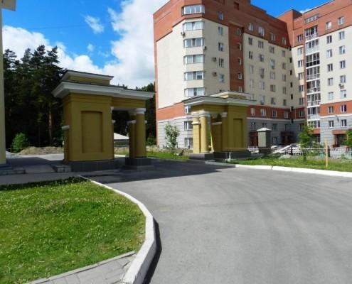 Фотография «Дом молодежи Первомайского района: ворота с северной стороны».