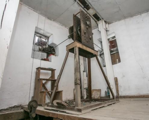 Фотография «Часовой механизм в Доме с часами». Фото В. Панова. // Сайт Новосибирск в фотозагадках: http://nsk-kraeved.ru/