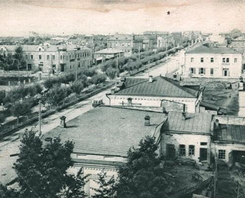 Фотография «Вид на строительную площадку на углу Красного проспекта и ул. Коммунистической». 1932 год. //Сайт Новосибирск в фотозагадках: http://nsk-kraeved.ru/