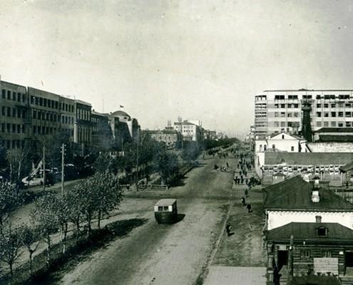 Фотография «Вид на Красный проспект с ул. Сибревкома» из фотоальбома «Новосибирск. 1891-1934». Фото И. Моторина. 1933 год.