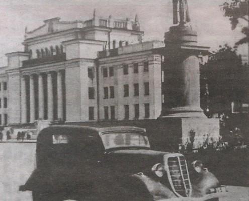 Памятник Сталину. Фото конца 40-х