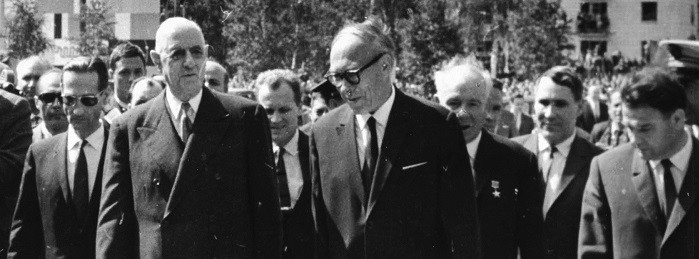 вГенерал де Голль (196 см) и акадмеик Лаврентьев (около 195 см), Академгородок, 23 июня 1966.